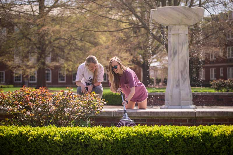 Students Looking for Crook in the Heck Fountain
