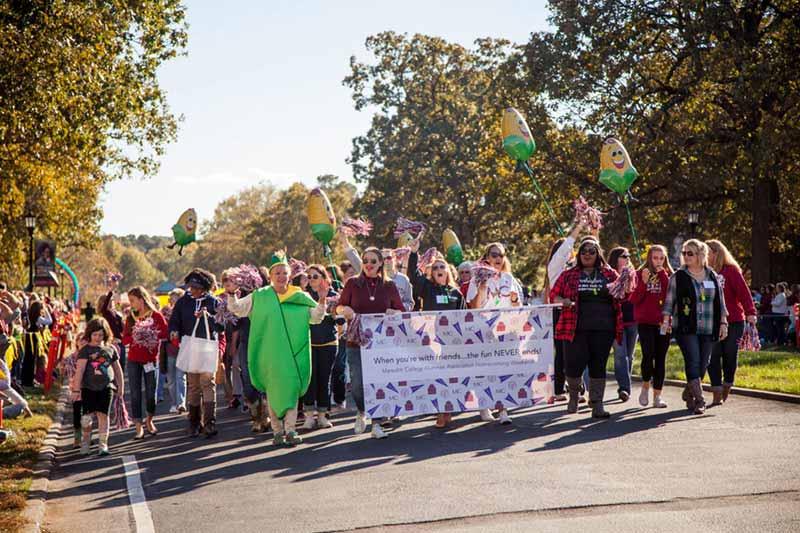 Alumnae Cornhuskin Parade