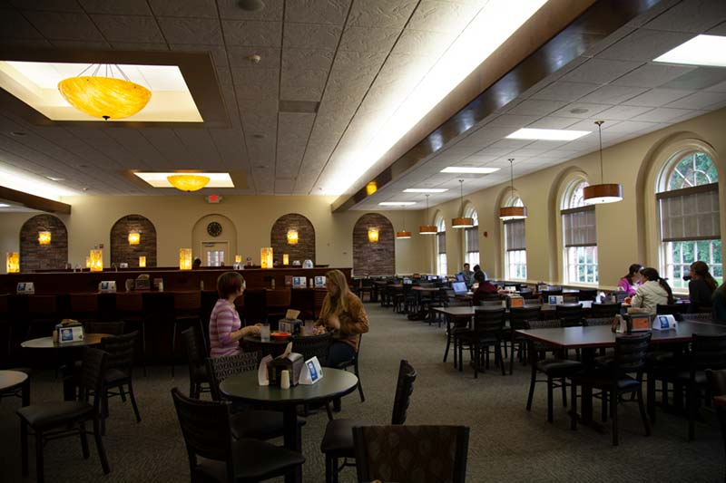 Students eating lunch in Belk Dining Hall