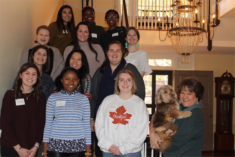 Dr. Allen hosts Thanksgiving lunch for students