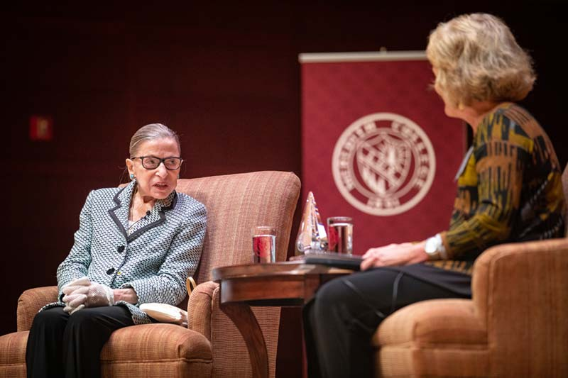 Justice Ruth Bader Ginsburg talking with Meredith alumna Suzanne Reynolds