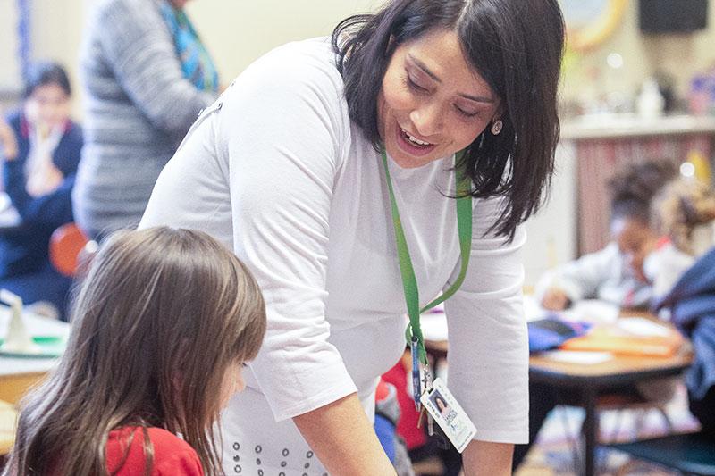 Meredith alumna Yaneth Urcuqui Naranjo, M.Ed., works with a student