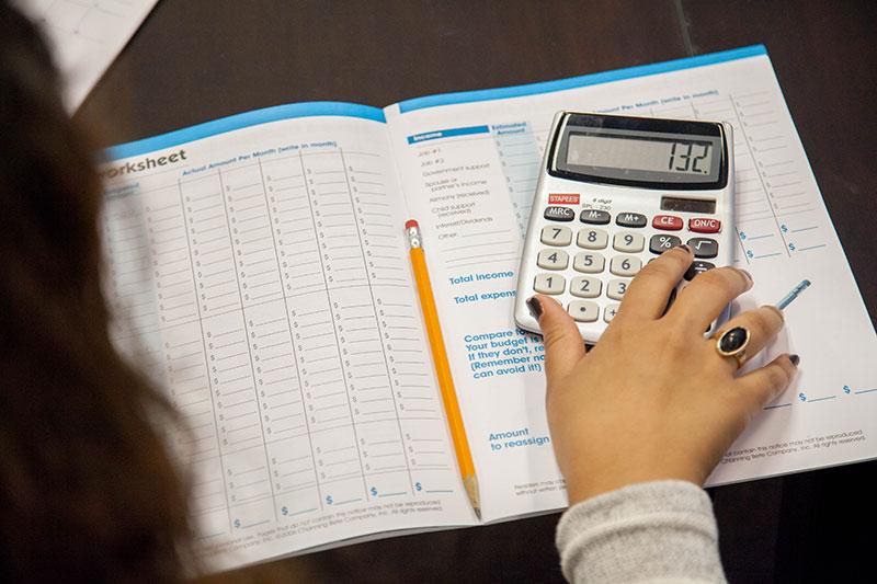Mano y calculador