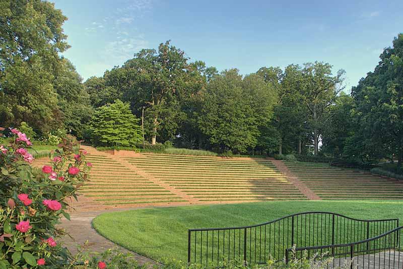 Amphitheater roses bridge seating