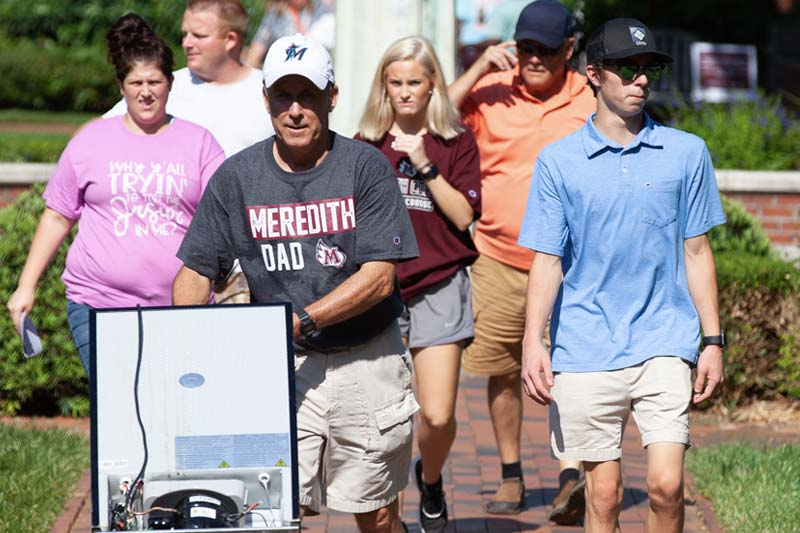 family moving daughter into Meredith residence hall