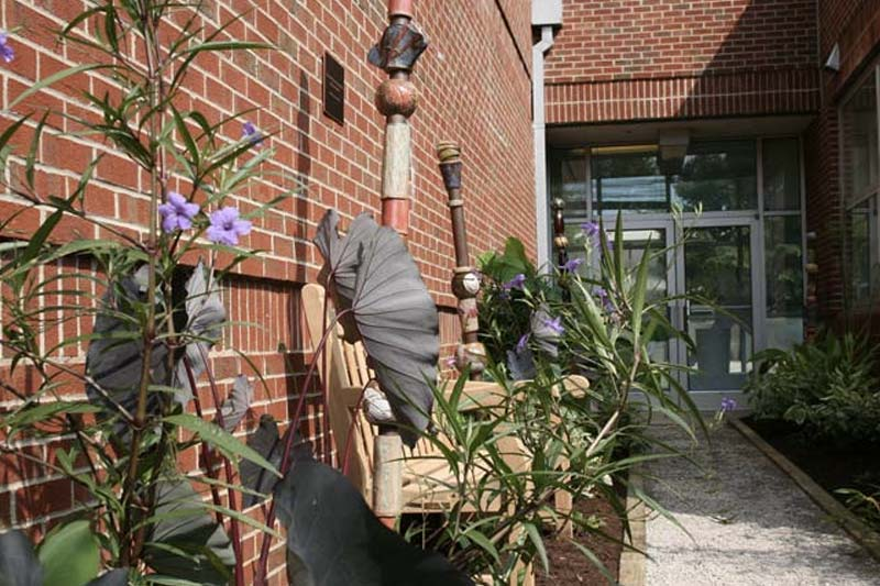 Weems Art Gallery: Seating Area Outside